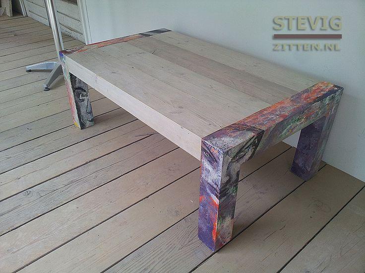 Coffee table, with handpainted legs, made of chipwood.  Een salontafel met een blad van steigerhout en de poten van chipwood, met daarop een kleurrijke beschildering