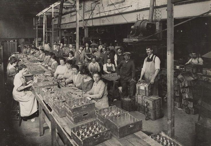 Prcownice zakładu produkującego amunicję w Brewery Road Works, 1916 rok