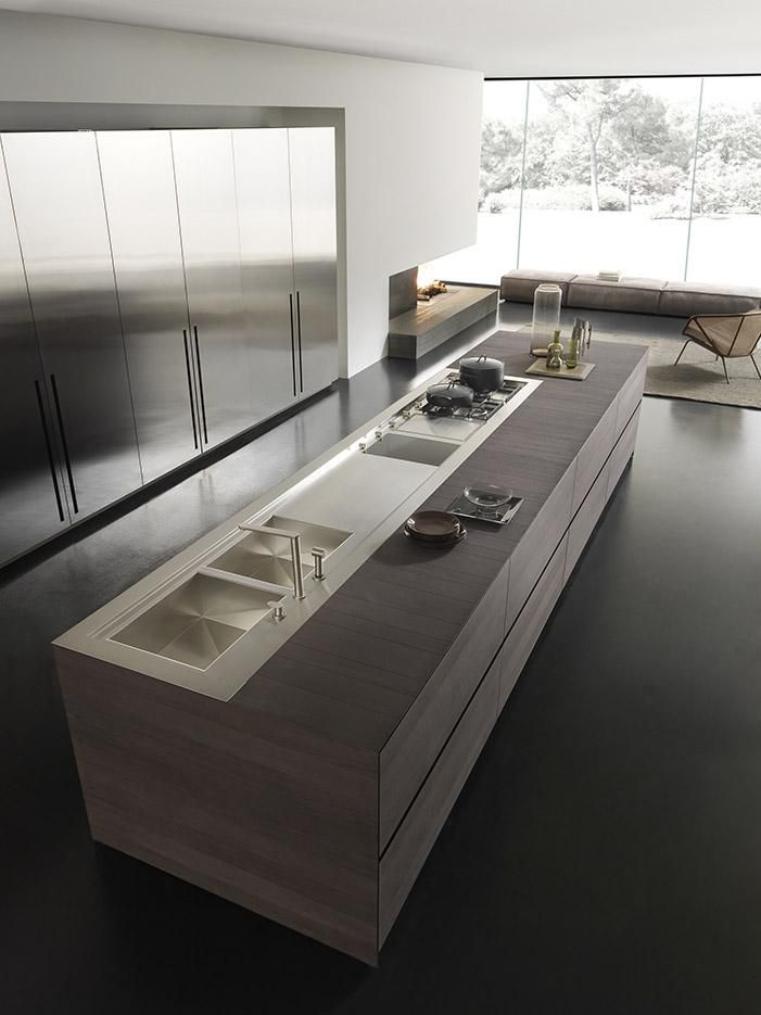 INSIDE. DESIGNING SPACE Minimal and clean visual impact, hiding a clever space designed within tall storage units: Fly kitchen is all about elegant and functional kitchen projects. www.modulnova.it #kitchendesign #interiordesign #functionalkitchen