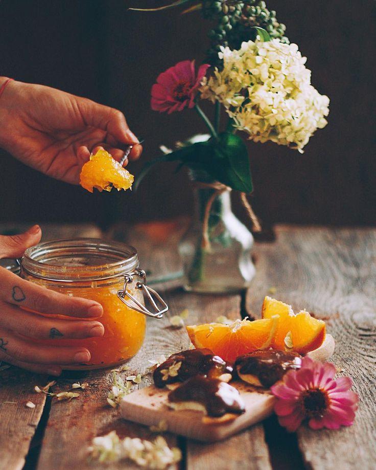Рецепт этого бомбического апельсинового мармелада и печенья с ним можно прочесть под предыдущим видео Выражаю надежду, что твой сегодняшний день будет ещё лучше, чем вчерашний. Салют!☕️ • • •…