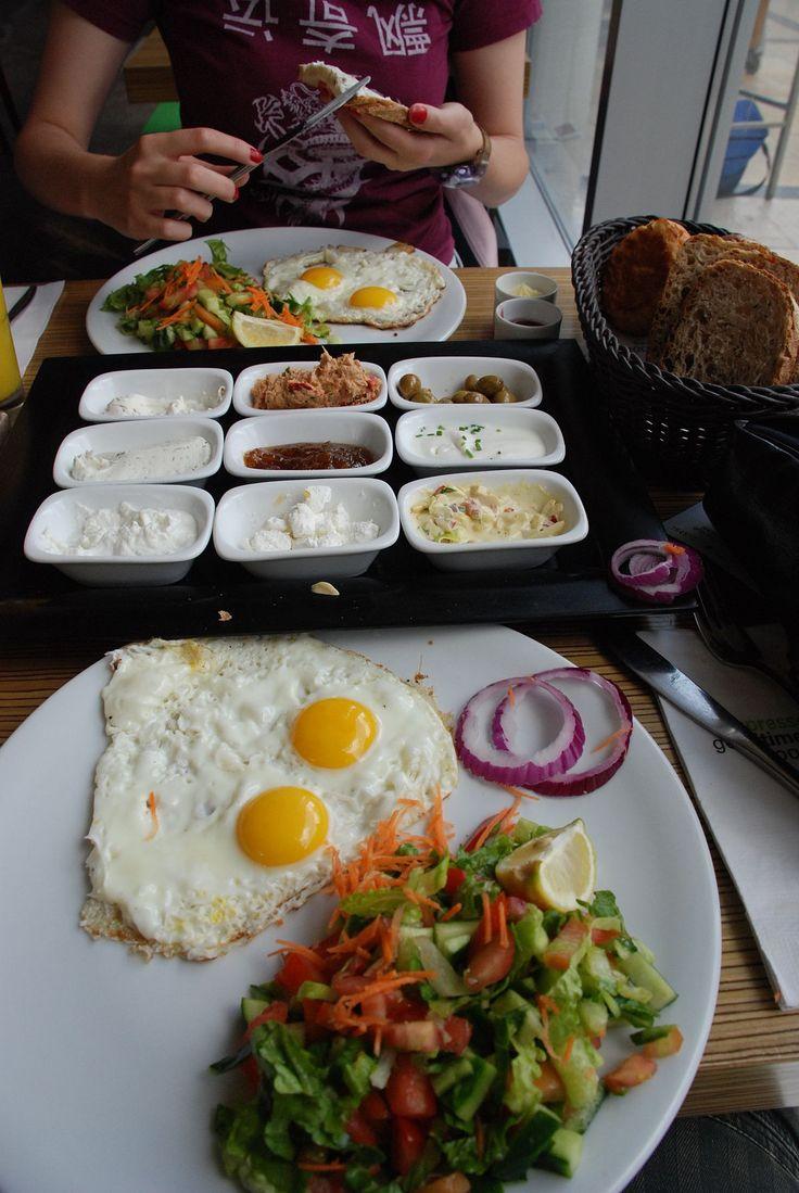 Israeli breakfast - Wikipedia
