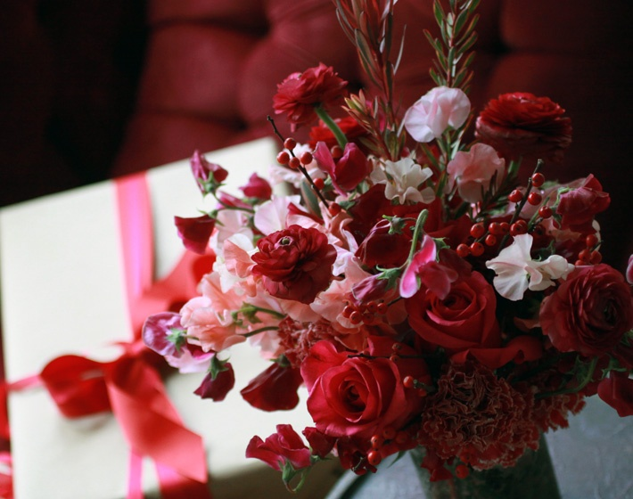 hot!!!: Holidays Flowers, Flowers Arrangements, Red Flowers, Red Rose, Gray Flowers, Flowers Books, Winter Flowers, Brooklyn Flowers, Christmas Flowers