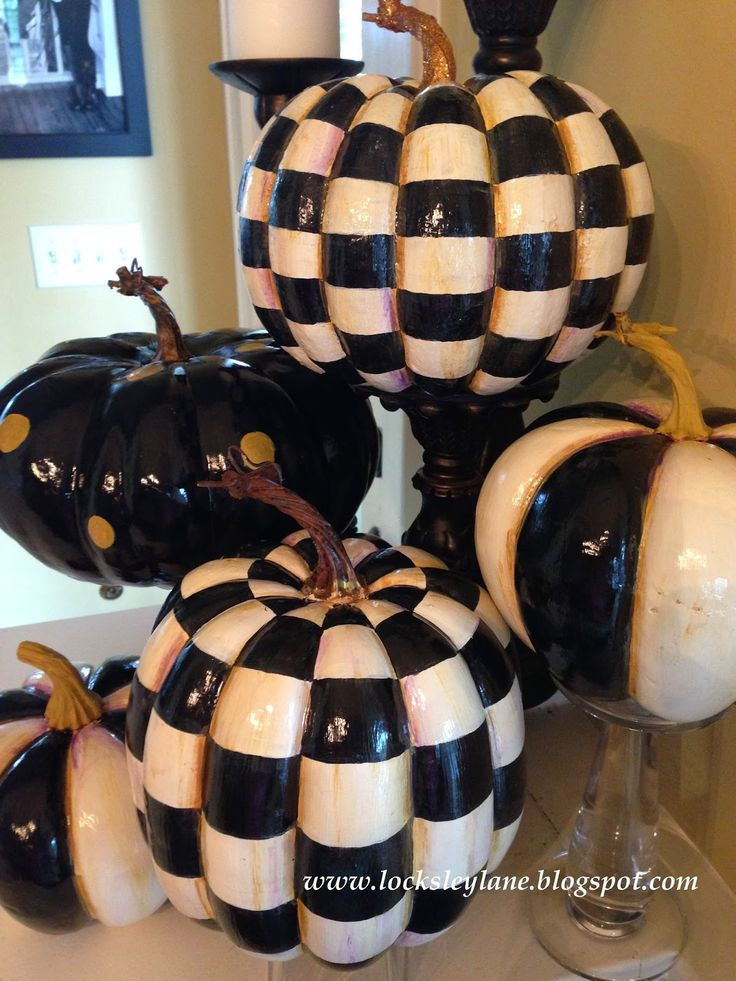 A friend of mine asked me to paint these for her. I have to say that out of all the pumpkins I've been painting lately, these are my abs...