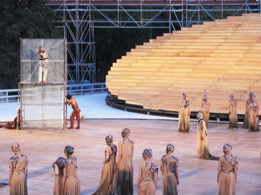 OMA diseña escenario para un antiguo Teatro Griego en Siracusa / OMA designs an antique greek scenary in Siracusa
