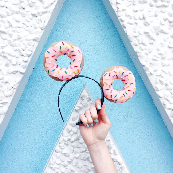Katie Thierjung sur Instagram : :: If you are what you eat, then I'd be a pink sprinkled donut! What would you be?? ☕️