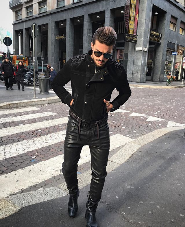 Now going to a fitting for the Paris Fashion Week ⚡️ this city is damn cold ! #DieselBlackGold love this black bad ass look ! #DBGshow