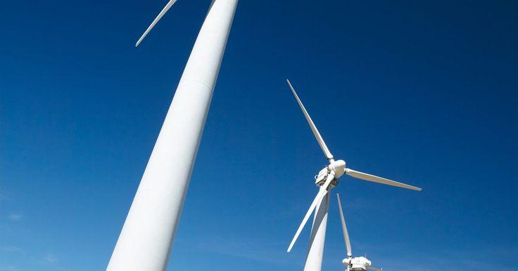 ¿Qué es la velocidad del viento?. La velocidad del viento es la velocidad con la que el aire de la atmósfera se mueve sobre la superficie de la tierra. La velocidad y el vector (dirección en la que el viento se desplaza) del viento tienen un gran impacto en el clima de la tierra y en la civilización. Una escala de velocidad del viento, la Escala de Viento de Beaufort, se dice, ...