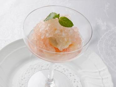 イタリア料理 アルポルト :「グラニータ」桃のマリネとシャンパンゼリーで