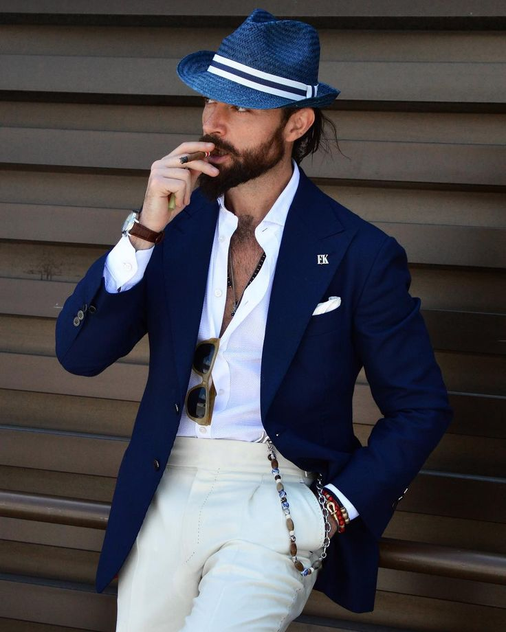 Gentleman at Pitti Uomo Stylish Men, Men Casual, Blue Blazer Outfit, Herren Style, Men Formal, Outfits With Hats, Well Dressed Men, Mens Suits, Men Dress