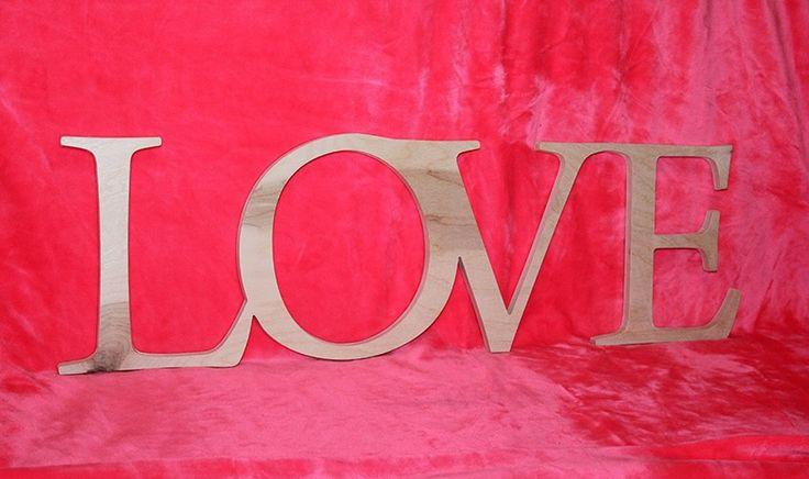 """Нами изготовленное #слово """"LOVE"""" для интерьера и оформления домашней фото выставки #подарок #интерьер #деревянныебуквы #словаиздерева #свадебныйдекор #имена #аксессуарыдляфотосессий #фоторамки #деревянныеизделия #подарки на день влюбленных #LOVE #любовь"""