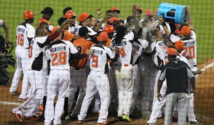 Gigantes Vs. Aguilas:    Los Gigantes del Cibao se convirtieron anoche en el segundo equipo en clasificarse al postemporada del béisbol dominicano tras derrotar 4-1 a las Águilas Cibaeñas en un partido celebrado en el Estadio Cibao.    Escogido Vs.