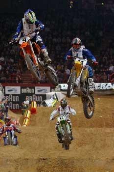 Le Supercross est un dérivé du moto-cross né aux États-Unis. Il se dispute sur une piste artificielle tracée en salle (ex : Supercross de Bercy), mais aussi dans un stade, voire un parc des expositions.