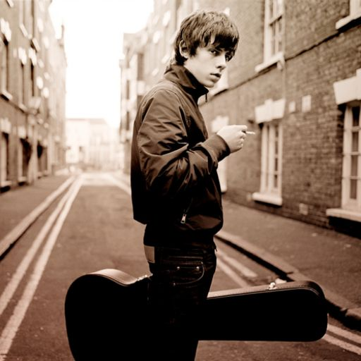 Jake Bugg - Pyramid Stage, #Glastonbury 2013 (Friday). Listen with YouTube, Spotify, Rdio & Deezer on LetsLoop.com