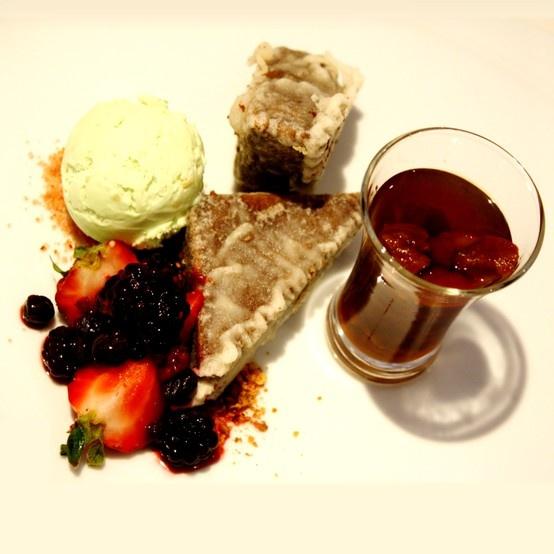 Las dulces delicias gourmet no quedan ausentes de la carta 2013 de Restaurant Don Joaquín #berries #frutillas #dessert #hsmchile #vinadelmar #restaurantdonjoaquin #gourmet