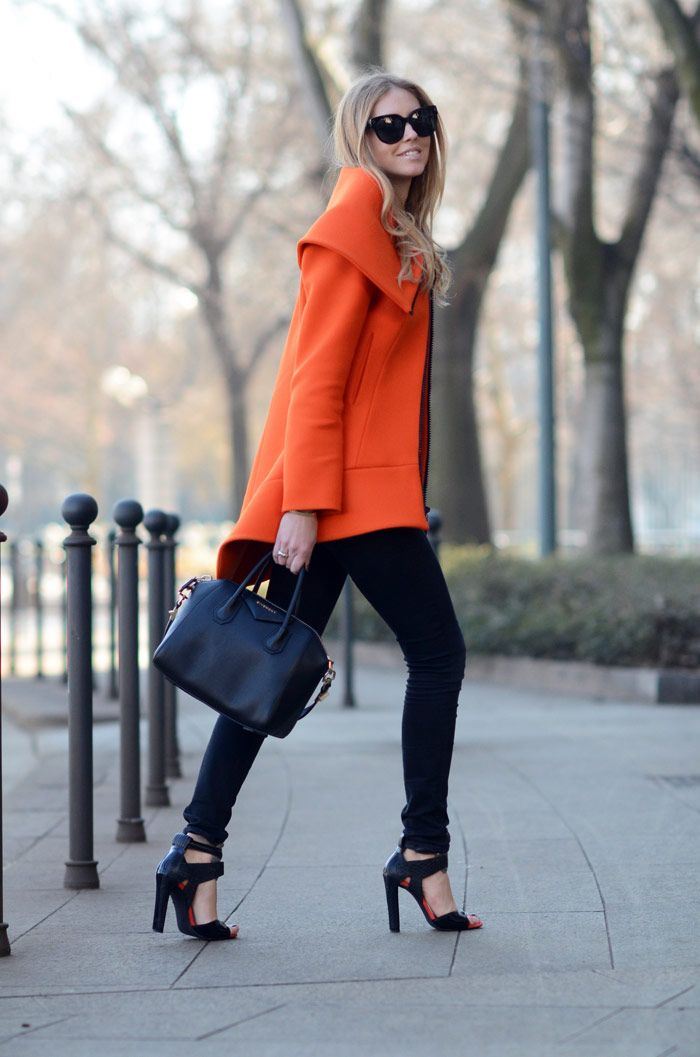 I want this orange coat!Fashion, Black Skinny, All Black, Street Style, Black Outfit, Marc Jacobs, Fall Looks, Fall Outfit, Bold Colors