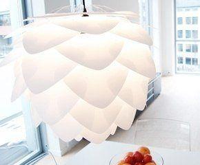 De witte Vita hanglamp in een frisse ruimte. #lightning #light #vita #lamp #design #unique #warm #white #atmospheric #copper #verlichting #origineel http://www.gewoonstijl.nl/vita-silvia-hanglamp-wit