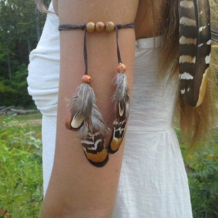 Cute feather armbands available in my etsy shop. Link is in my bio #armband…