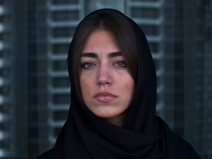 A woman cries in Tehran. By Newsha Tavakolian in 2010. [939x704]