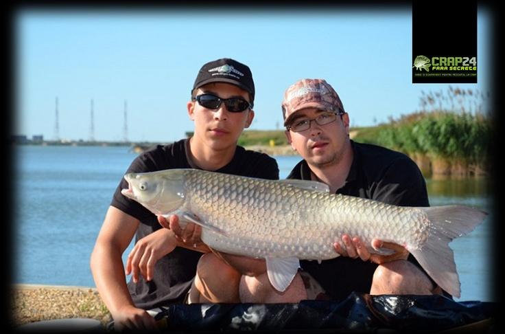 """Tudor Brie: """"Datorită frecvenței cu care prindeam crapi, nu reușeam să nădim atât de mult cât ne-am fi dorit!""""    Detalii aici >>> http://www.crap24.ro/noii-campioni-nationali-la-tineret-un-stabilt-nou-record-la-pescuit-crap-pe-balta-corbu-8341-kg/"""