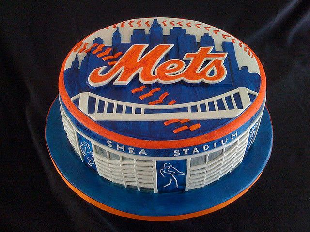 Happy  Th Birthday Met Fan Cake