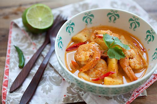 Thai Shrimp and Pineapple Curry http://rasamalaysia.com/thai-shrimp-and-pineapple-curry/2/