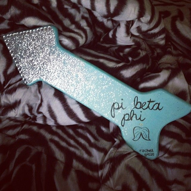 GUYS I MADE THIS AND PEOPLE POSTED THIS IM MORE EXCITED THAN I SHOULD BE. Pi Beta Phi sparkle arrow craft #piphi #pibetaphi