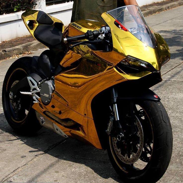 Handjob am Motorrad