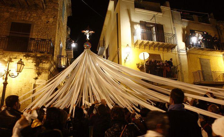 """Penitents take part in the """"Signuri di li Fasci"""" Good Friday procession in Pietraperzia, a small town in central Sicily near Caltanissetta on April 22, 2011. #enna #sicilia #sicily"""