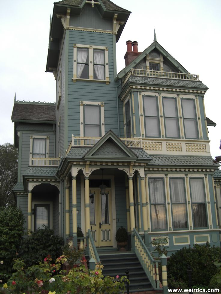 149 best garden ideas images on pinterest craftsman for Famous haunted houses for sale