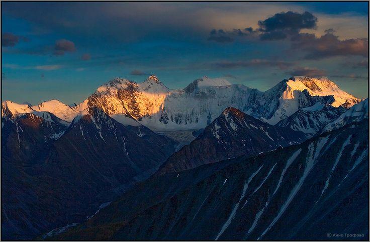 Белуха закатная. Вид с перевала Каратюрек, август 2009г. #алтай #горы #горный алтай #аккем #белуха #закат #аня графова Автор: Аня Графова