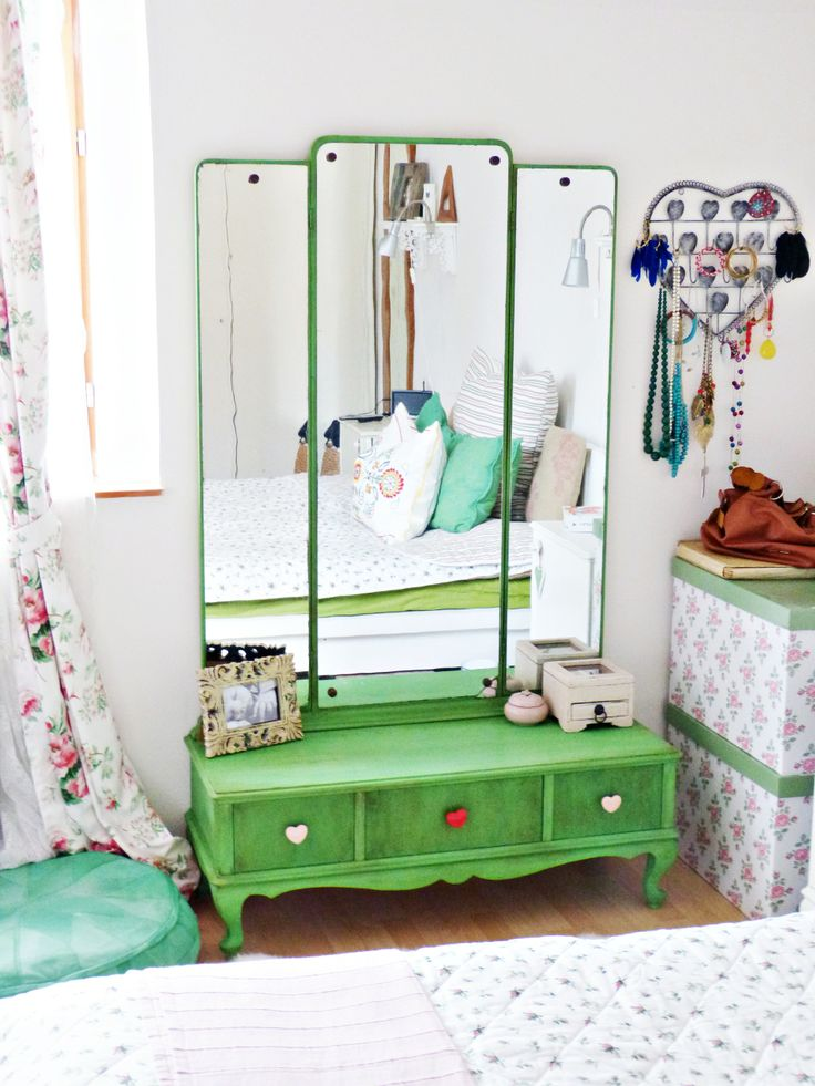 My first makeover for our bedroom. Dressing table, Antibes green, Annie Sloan Chalk Paint