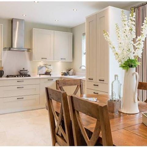 #repost @redrowhomes #welovenew a beautiful open space kitchen diner from Redrow homes is a great place to spend time with your family. #decor #interior #interordesign #interiorinspiration #homedesign #homestyle #homeinspiration #design #kitchen #kitchen