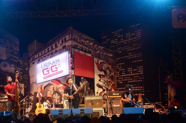 Masih aneh rasanya mengingat dalam beberapa bulan belakangan sudah tiga band indie yang hadir di Padang. Mulai dari SORE di bulan…