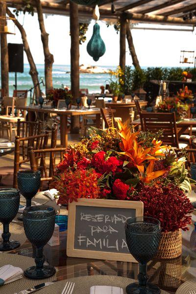 Nada como uma boa inspiração de casamento na praia para combinar com o alto verão! O lindo casamento abaixo aconteceu em Juquehy, com decoração assinada po