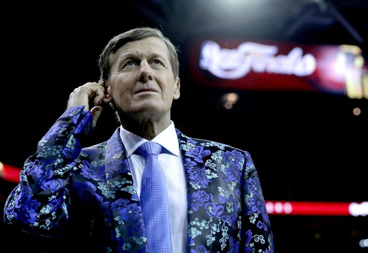 Photo               Craig Sager, whose colorful outfits were as memorable as his adroit interviews, died of cancer in December at 65.                                      Credit             Ronald Martinez/Getty Images                       NEW ORLEANS — Craig Sager, the former Turner Sports...  http://usa.swengen.com/craig-sager-and-harvey-araton-are-honored-by-the-basketball-hall-of-fame/