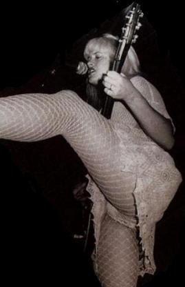 Kat Bjelland peep show tryin to be Courtney Love-