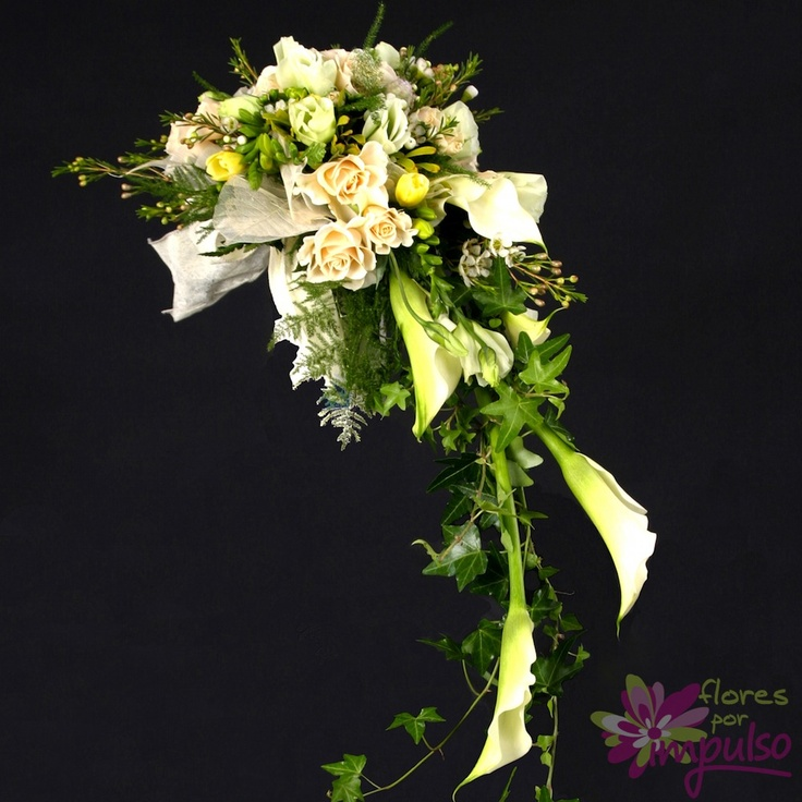 Ramo de novia en cascada de rosas y calas blancas ramos - Ramos de calas para novias ...