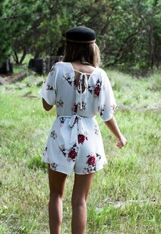 DHARA FLORAL WHITE PLAYSUIT #playsuit #bohoplaysuit  www.boutiqueallegra.com