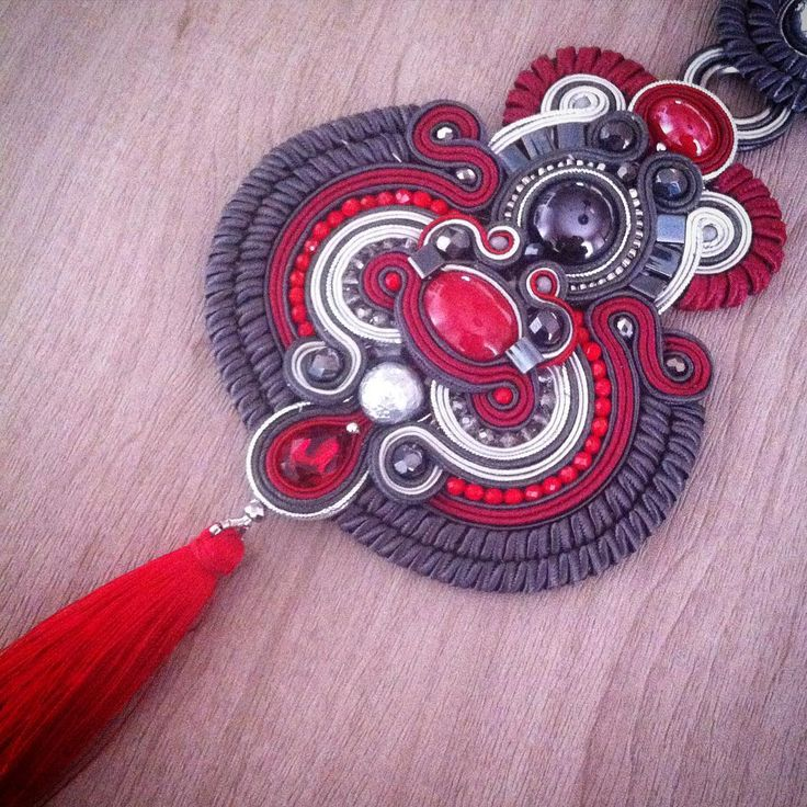236 отметок «Нравится», 6 комментариев — A.del® by Alessandra Del Vitto (@adelslaboratory) в Instagram: «Work in progress... #adelslaboratory #alessandradelvitto #soutache #soutachenecklace #necklace…»
