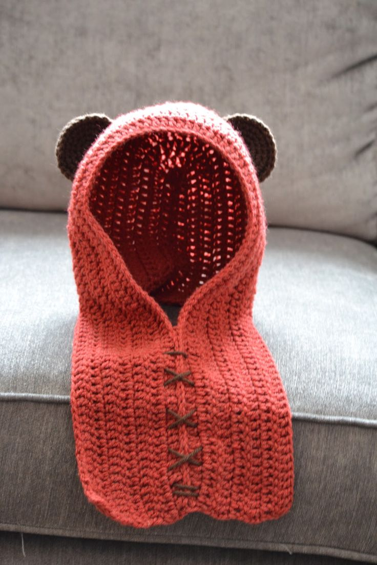 Knotty Knotty Crochet: EWOK hat free pattern link. For my little Ewok Because I kinda wanna be Leia for Halloween, and I know someone who would make a sexy Han or Boba :)