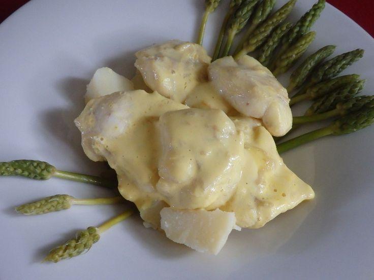 Joues de lotte, sauce moutarde au safran et asperges des bois
