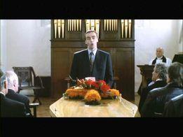 L'éloge funèbre dans 4 mariages et 1 enterrement