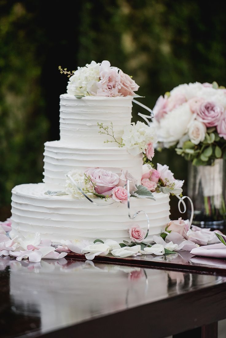 wedding cakes south west michigan 25 best ideas about ruffled wedding cakes on 25504