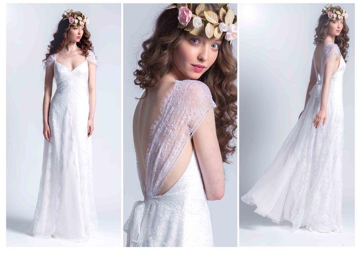 Robe ALYA, en dentelle de Calais et mousseline de soie. Couronne de roses de velours. Dress ALYA, in Calais lace and silk chiffon. Crown of velvet roses.