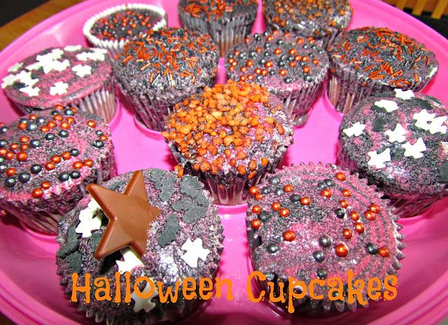 Halloween chocolate orange cupcakes with red & black swirled icing recipe - http://www.dollydowsie.com/2013/10/halloween-chocolate-orange-cupcakes.html