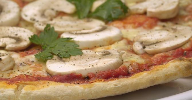 15 recettes de pizzas (diététiques) faites maison | Fourchette & Bikini