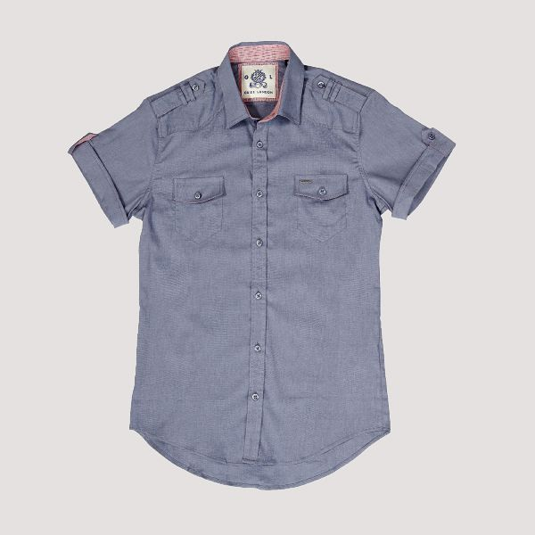 Vapaa-ajan paita mukavaa joustavaa materiaalia. Guide London, alk. 69,90 €. Studio25, 5. krs.