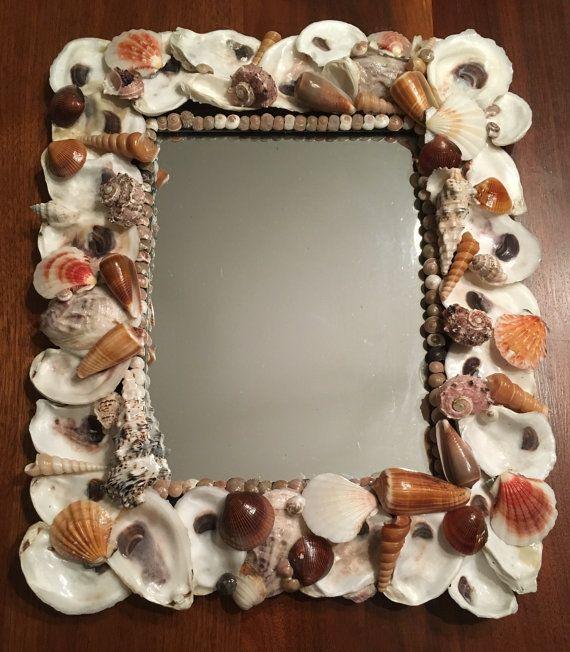 Specchio di conchiglia di ostrica di ShellsbyJill su Etsy