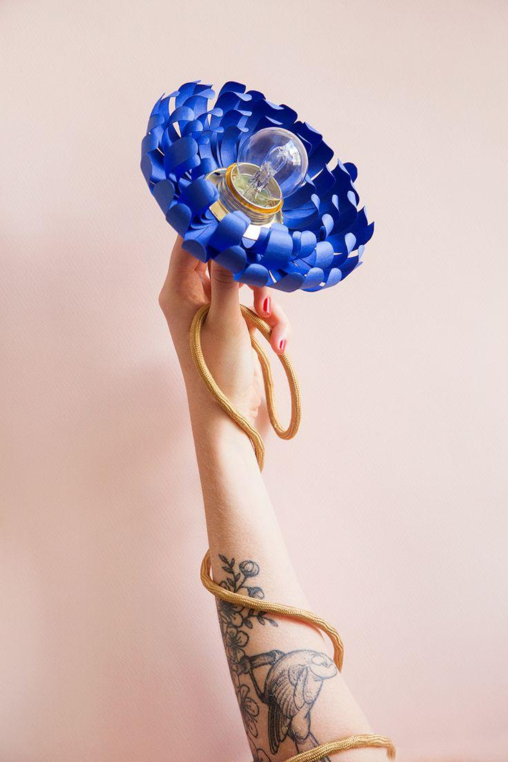 ! Hello Hello ! Toc toc toc, c'est un DIY coloré qui tape à votre porte ce matin; Ou plutôt une jolie fleur bleue, pour vous sortir de la grisaille de Septembre !