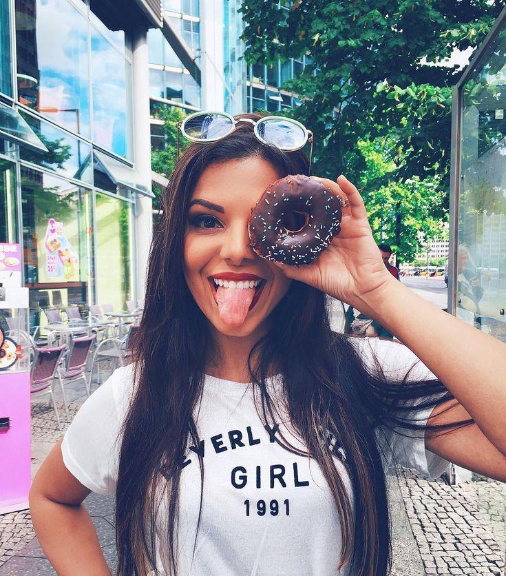 Donut girl living in a donut world //